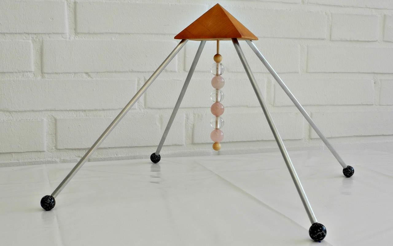 strahlenschutz pyramide mit 3 bergkristall und 3. Black Bedroom Furniture Sets. Home Design Ideas